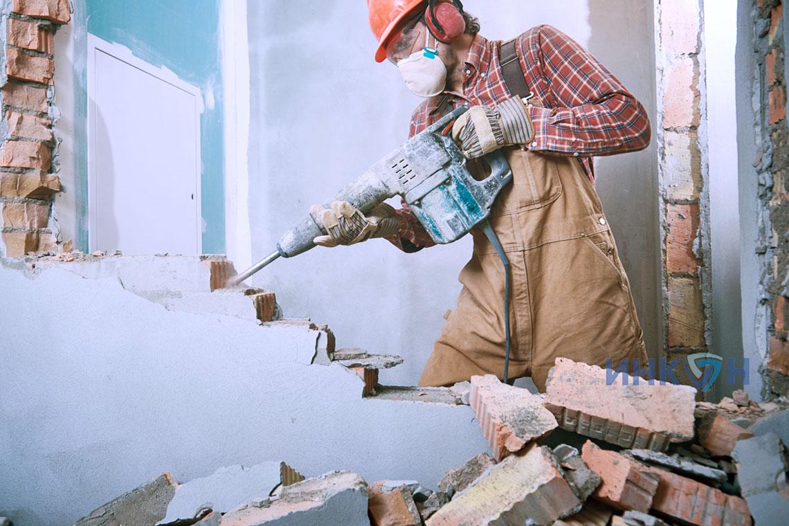 разборка старой кирпичной стены и ремонт